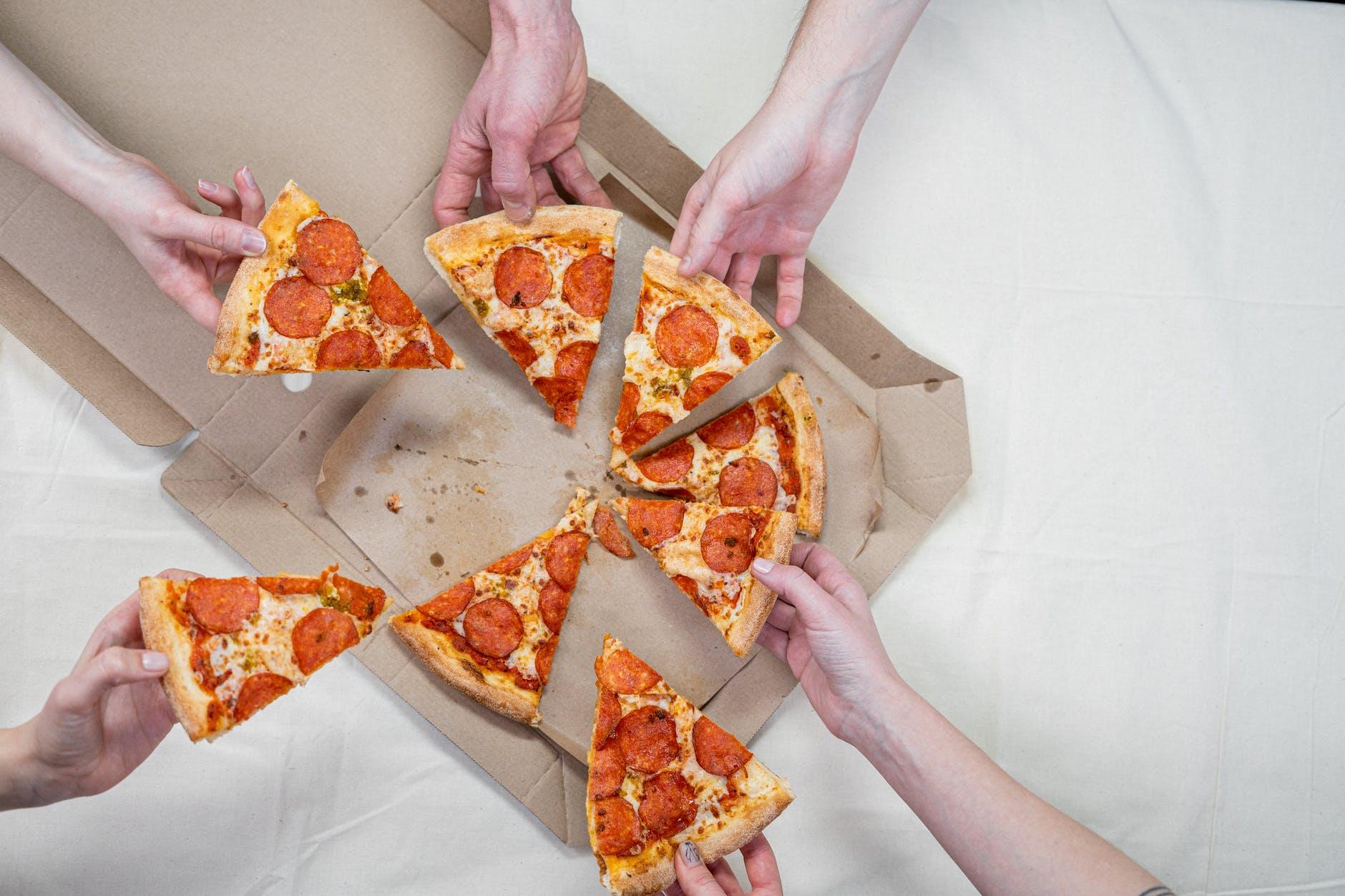 nourriture pizza mains gens